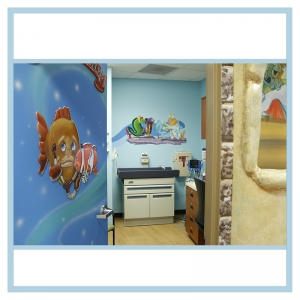 3d-artwork-fish-theme-underwater-images-nurse-shark-hurting-fish-hospital-design-murals