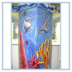 dolphins-on-column-pacu-hospital-design-healthcare-art-3d-fish-and-coral