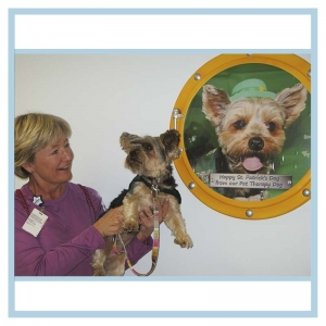 porthole-frame-with-dog-picture-3d-murals-hospital-art-healthcare-design
