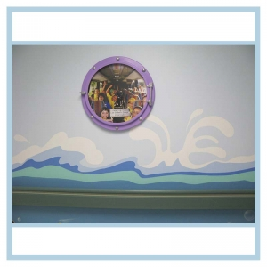 porthole-frame-with-picture-3d-mural-hospital-art-healthcare-design
