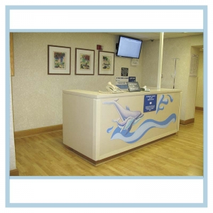 reception-desk-artwork-same-day-surgery-hospital-art-healthcare-design-dolphines