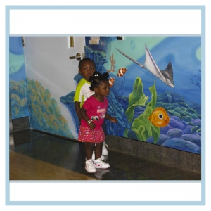 children-enjoying-artwork-healthcare-murals-3d-fish-underwater-theme