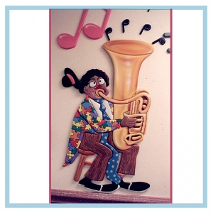 tuba-clown-theme-hospital-art-design-for-hospitals